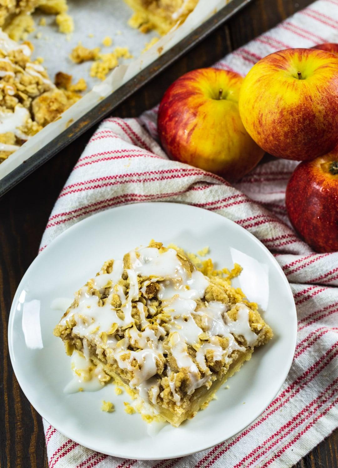 Oatmeal Crumb Apple Bar and fresh apples.