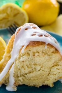 Old-fashioned 7UP cake