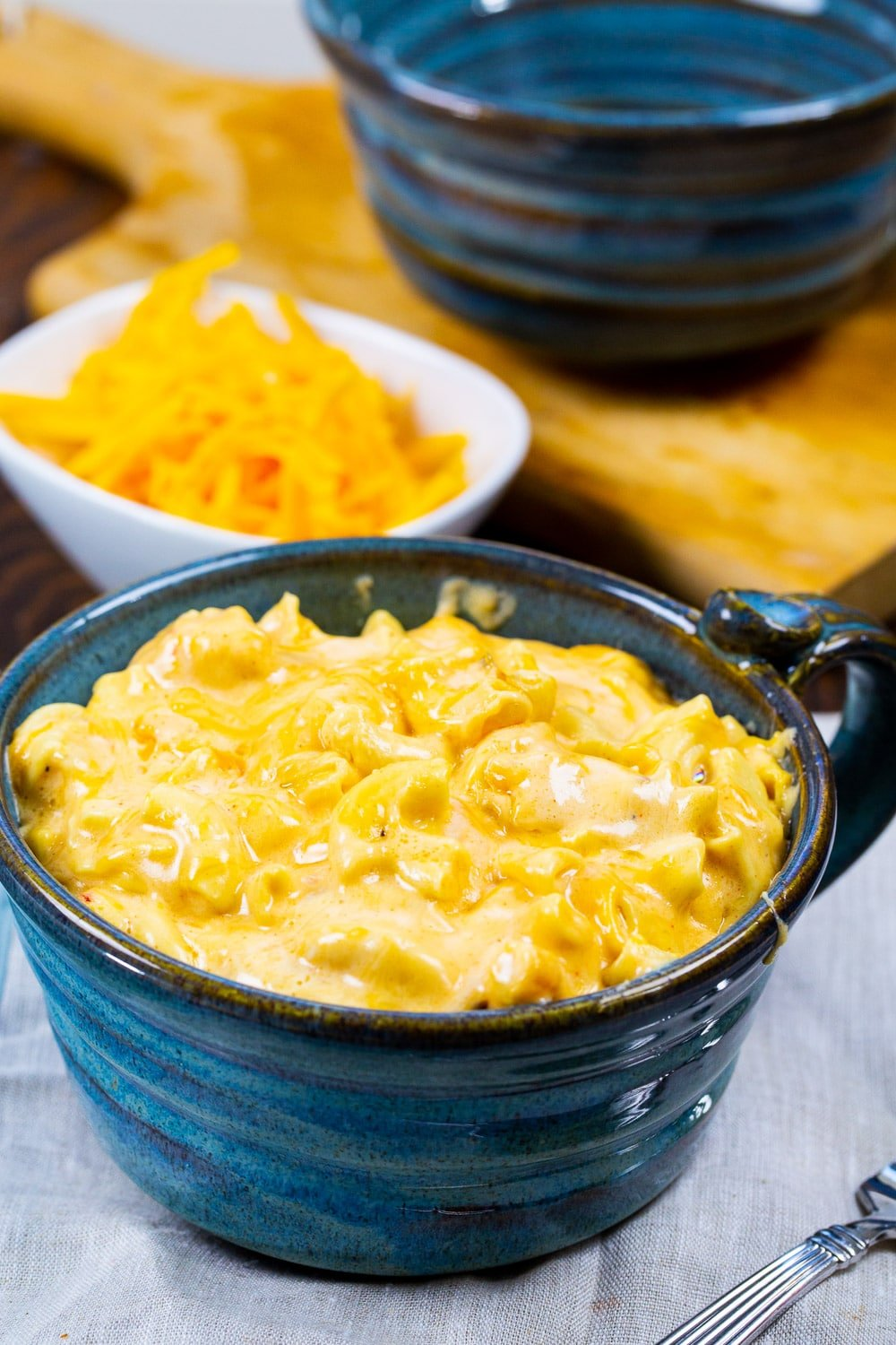 Creamy Mac and Cheese in a blue bowl.