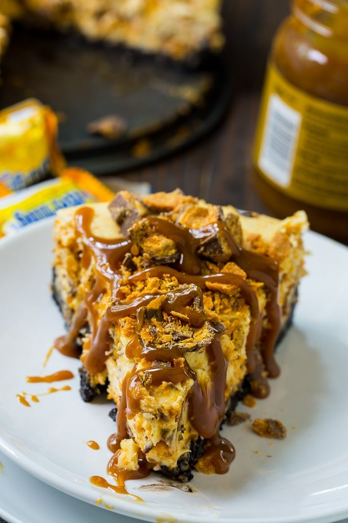 Butterfinger Cheesecake with oreo crust
