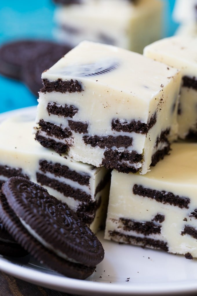 Cookies and Cream Fudge with oreo cookies