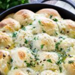 Cheesy Garlic Skillet Rolls