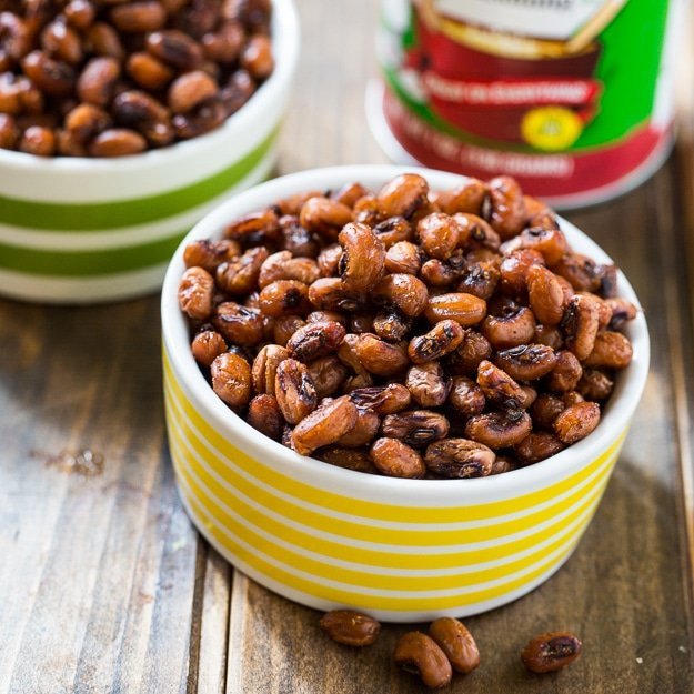 Crispy and spicy Roasted Black-Eyed Peas