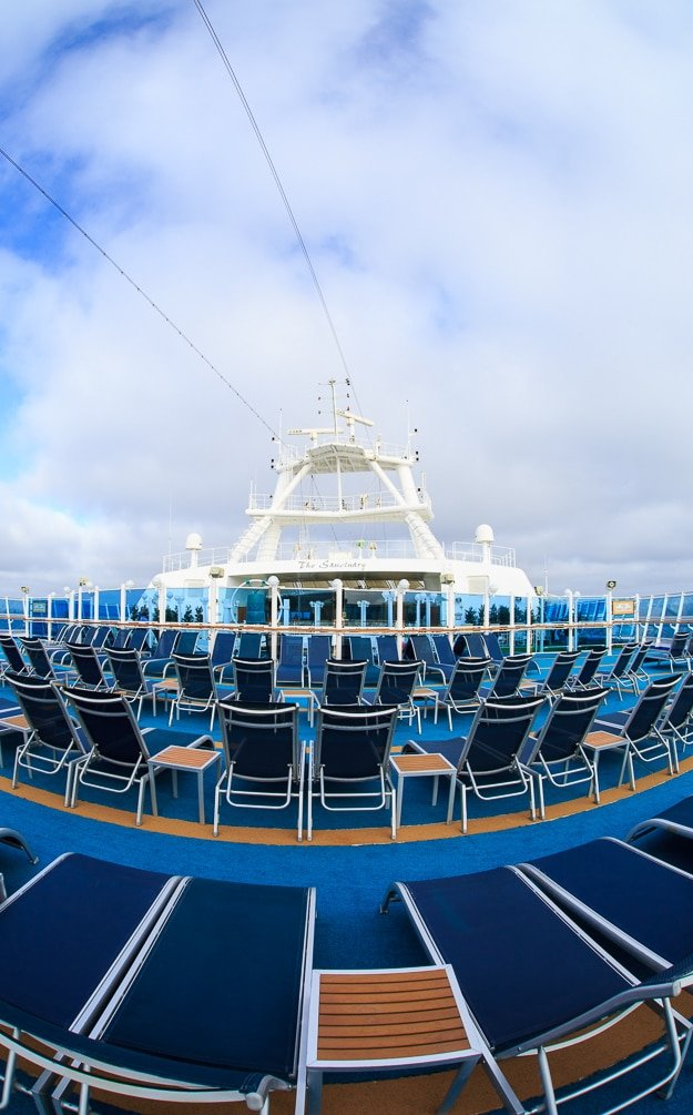 Ruby Princess Cruise -pool deck area