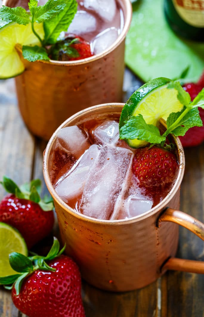 Strawberry Moscow Mule- such a refreshing summer drink made from ginger beer, vodka, lime juice, and fresh strawberries.